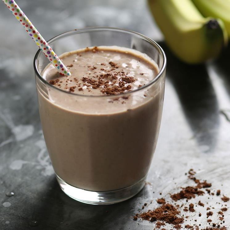 милкшейк с бананом и финиками +какао