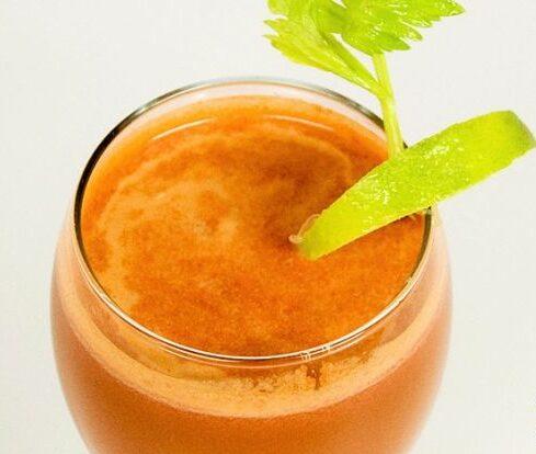 морковно-томатный смузи с сельдереем