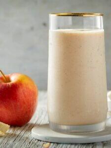 Коктейль с яблоком и бананом