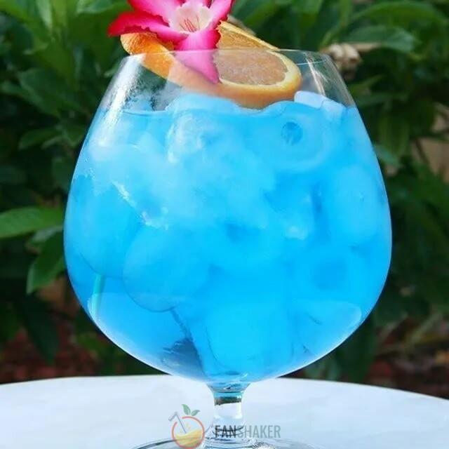 Голубой коктейль «Океан в бокале»