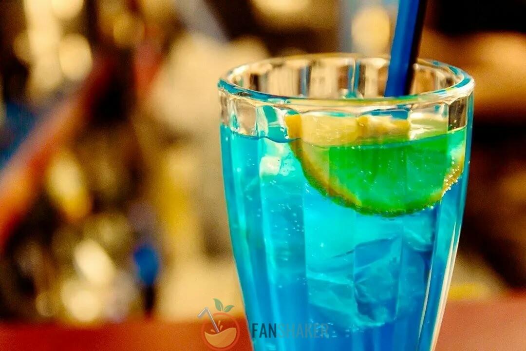 Безалкогольный коктейль «Голубая лагуна»