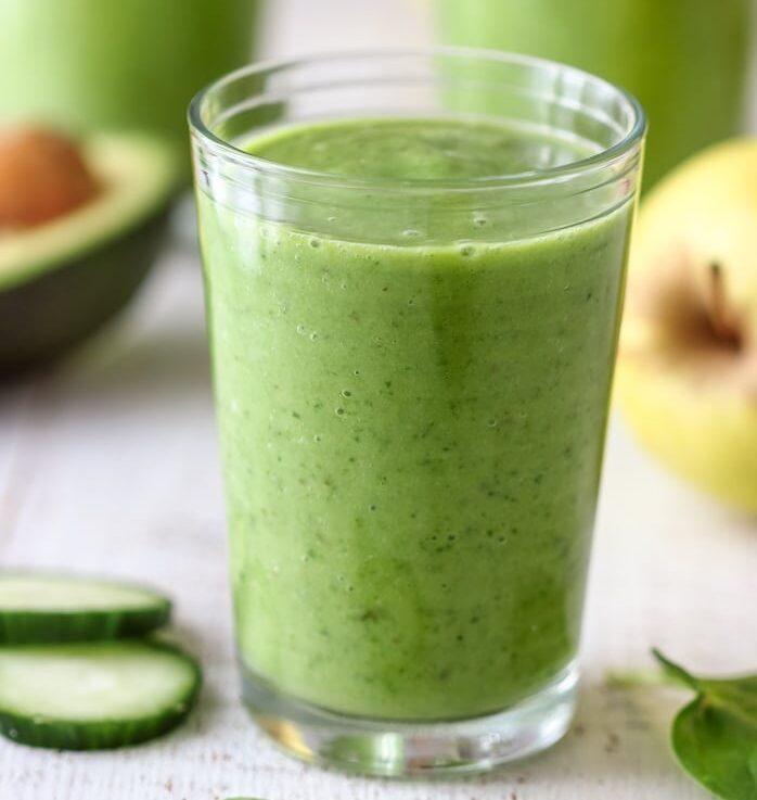 Зеленый огуречный смузи со шпинатом
